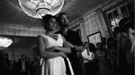 Schwarzweißbearbeitung Lightroom 3: Brautpaar beim Zuhören